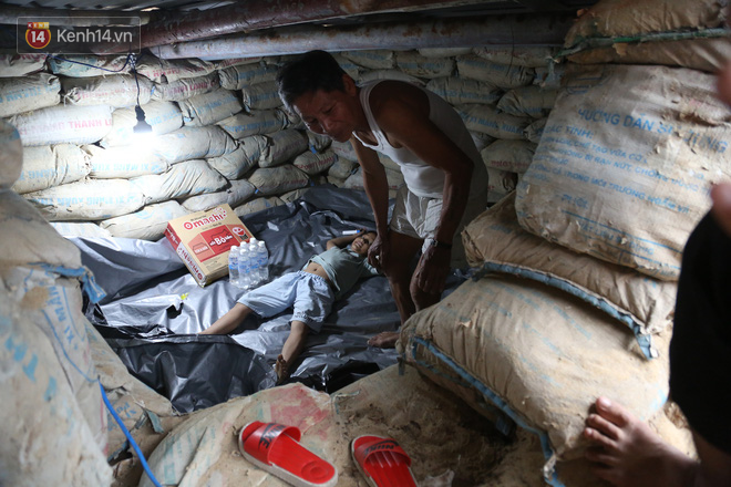 Người dân Quảng Nam đào hầm, đưa cả nhà xuống trú ẩn để tránh bão số 9 - ảnh 3