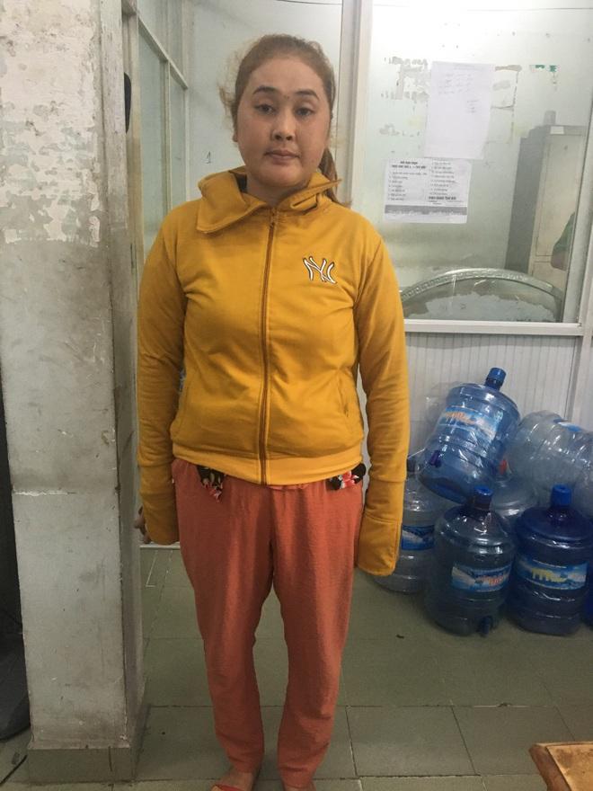 Bắt người phụ nữ dùng vàng dỏm để đi cầm cố tiệm vàng, lừa đảo hàng trăm triệu đồng ở Sài Gòn - ảnh 1