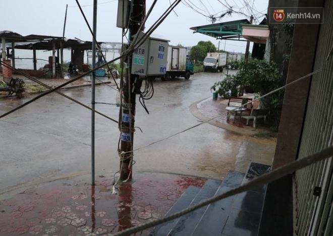 Bão số 9 còn cách đất liền hơn 300km, đóng cửa 6 sân bay, dừng chạy tàu hỏa để tránh bão - Ảnh 3.