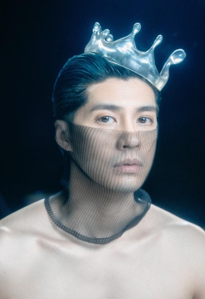 Noo Phước Thịnh bán nude đầy táo bạo trong MV mới, nhạc buồn lụi tim đúng như tuyên bố không hay không lấy tiền? - ảnh 1