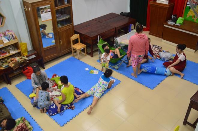 Đà Nẵng sơ tán khẩn cấp 400 hộ dân dưới chân núi Ngũ Hành Sơn ngay trong đêm trước giờ bão số 9 đổ bộ - ảnh 8