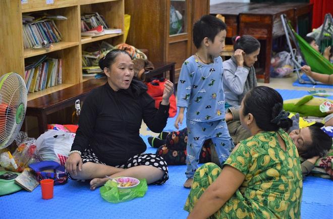 Đà Nẵng sơ tán khẩn cấp 400 hộ dân dưới chân núi Ngũ Hành Sơn ngay trong đêm trước giờ bão số 9 đổ bộ - ảnh 9