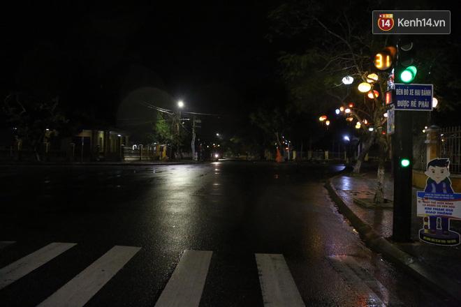 Quân đội huy động 7 trực thăng ứng phó bão Molave; Quảng Ngãi là tâm bão, trời đã mưa khá to, gió thổi mạnh - Ảnh 3.