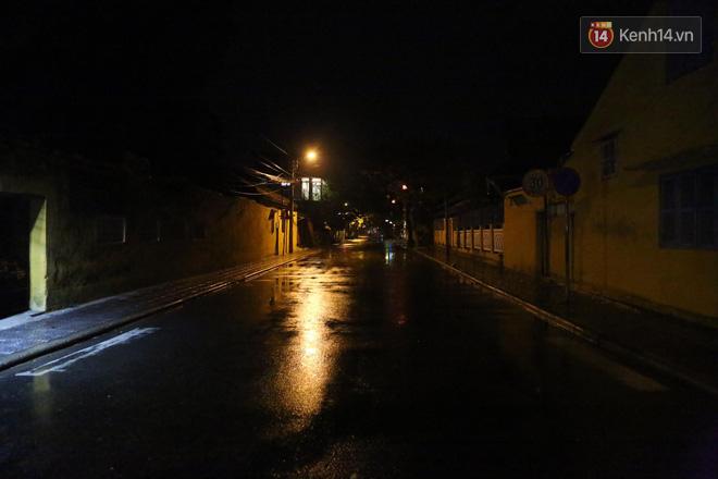 Quân đội huy động 7 trực thăng ứng phó bão Molave; Quảng Ngãi là tâm bão, trời đã mưa khá to, gió thổi mạnh - Ảnh 4.