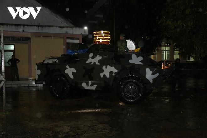 Quân đội huy động 7 trực thăng ứng phó bão Molave; Quảng Ngãi là tâm bão, trời đã mưa khá to, gió thổi mạnh - Ảnh 1.