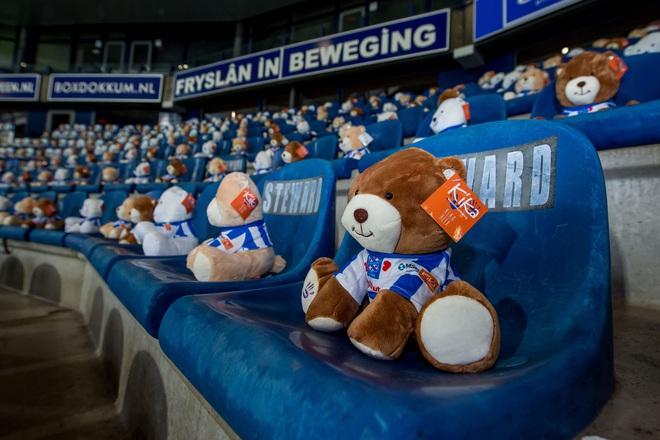 15.000 chú gấu bông đến sân cổ vũ CLB cũ của Văn Hậu khiến cả thế giới ngỡ ngàng - ảnh 4