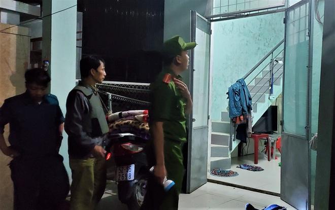 Đà Nẵng sơ tán khẩn cấp 400 hộ dân dưới chân núi Ngũ Hành Sơn ngay trong đêm trước giờ bão số 9 đổ bộ - ảnh 1
