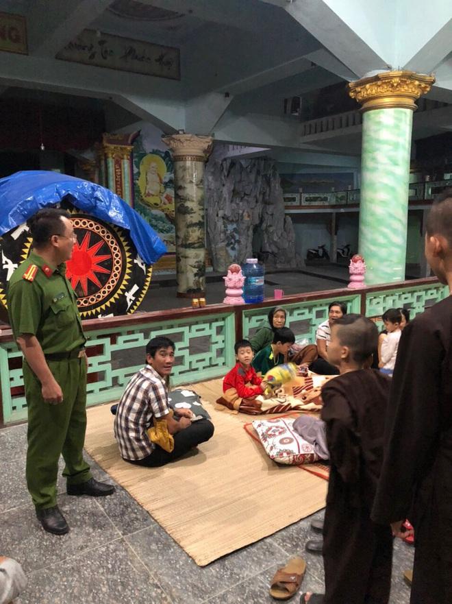 Đà Nẵng sơ tán khẩn cấp 400 hộ dân dưới chân núi Ngũ Hành Sơn ngay trong đêm trước giờ bão số 9 đổ bộ - ảnh 5