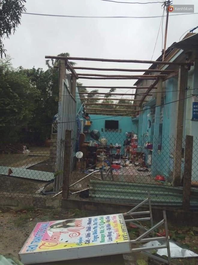 Bão số 9 sầm sập đổ bộ đất liền: Gió giật kinh hoàng làm tốc mái nhiều trường học và nhà dân, 2 người chết, 7 người bị thương - Ảnh 1.