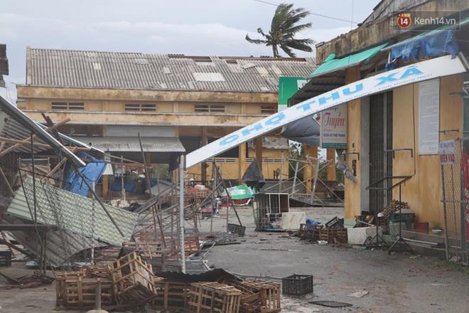 Bão số 9 quần thảo dữ dội trên đất liền: Quảng Nam sạt lở núi vùi lấp nhiều nhà, phần bão mạnh nhất hiện tập trung ở Gia Lai - Kon Tum - Ảnh 3.