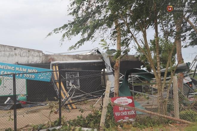 Bão số 9 quần thảo dữ dội trên đất liền: Quảng Nam sạt lở núi vùi lấp nhiều nhà, phần bão mạnh nhất hiện tập trung ở Gia Lai - Kon Tum - Ảnh 9.
