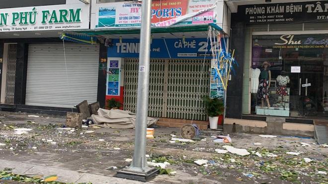 Sau khi bão số 9 càn quét, người dân đau xót nhìn khung cảnh tan hoang, tài sản bị nước lũ cuốn trôi - Ảnh 6.