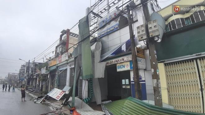Bão số 9 quần thảo dữ dội trên đất liền: Quảng Nam sạt lở núi vùi lấp nhiều nhà, phần bão mạnh nhất hiện tập trung ở Gia Lai - Kon Tum - Ảnh 6.