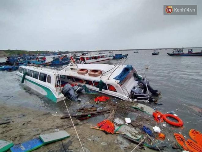 Những hình ảnh đầu tiên tại đảo Lý Sơn khi bão số 9 đi qua: Mọi thứ đều tan hoang, người dân thất thần bên đống đổ nát - Ảnh 3.