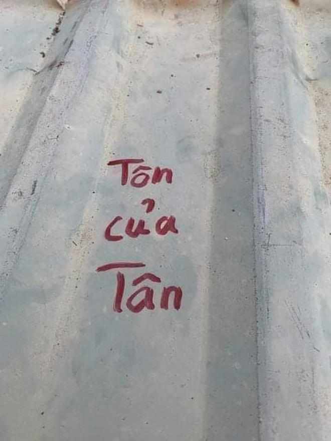 Người dân Lý Sơn viết hẳn tên mình lên mái tôn, đề phòng bão thổi bay nóc vẫn tìm lại được - ảnh 5