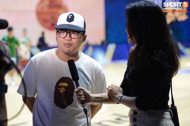 Bất chấp khoảng cách địa lí, rapper Phương Kào (Da LAB) vẫn đến xem giải bóng rổ Việt Nam vì Tâm Đinh - Ảnh 10.