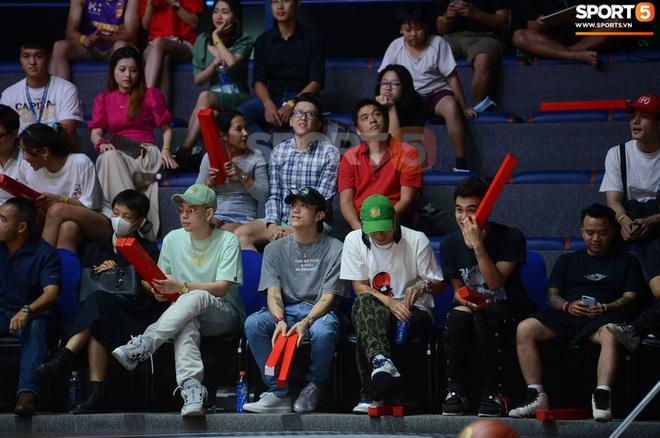 Soobin Hoàng Sơn đến VBA Arena theo dõi trận chung kết sớm - ảnh 4