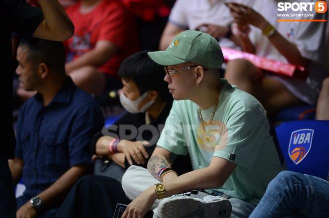 Soobin Hoàng Sơn đến VBA Arena theo dõi trận chung kết sớm - ảnh 6