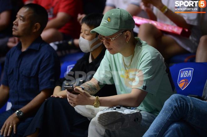 Soobin Hoàng Sơn đến VBA Arena theo dõi trận chung kết sớm - ảnh 5