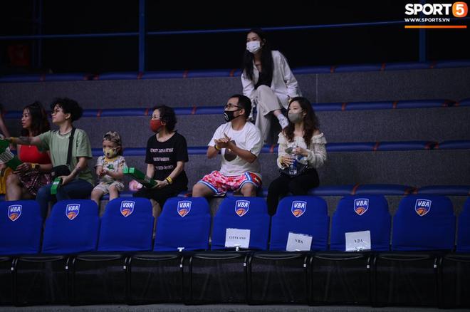 Bất chấp khoảng cách địa lí, rapper Phương Kào (Da LAB) vẫn đến xem giải bóng rổ Việt Nam vì Tâm Đinh - Ảnh 7.
