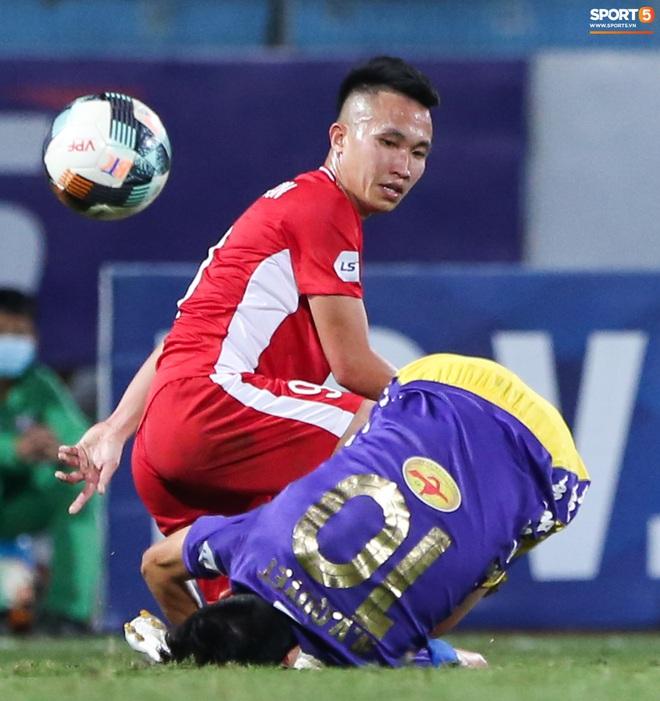 Quang Hải đòi trọng tài rút thẻ đỏ cho Bùi Tiến Dũng ngay trước mặt đàn anh và cái kết - Ảnh 7.