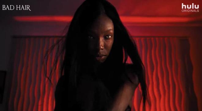 Phát hãi với phim kinh dị về bộ tóc giả ma ám, nhìn nữ chính bị hành mà ngứa hết da đầu - ảnh 4