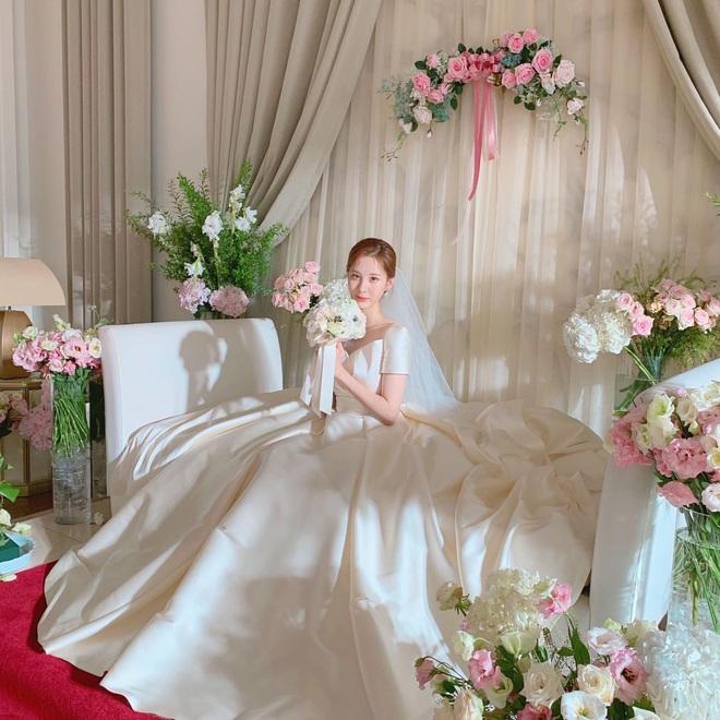 Đại chiến váy cưới của cô dâu màn ảnh Hàn: Seohyun chanh sả nhưng có đọ được với Moon Chae Won, Go Ara? - Ảnh 1.