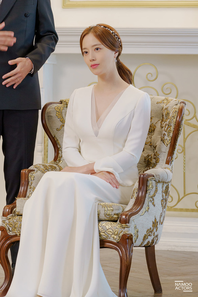 Đại chiến váy cưới của cô dâu màn ảnh Hàn: Seohyun chanh sả nhưng có đọ được với Moon Chae Won, Go Ara? - Ảnh 3.