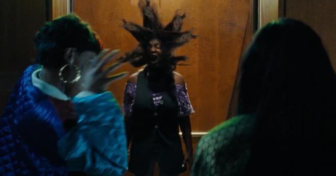 Phát hãi với phim kinh dị về bộ tóc giả ma ám, nhìn nữ chính bị hành mà ngứa hết da đầu - ảnh 6
