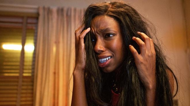 Phát hãi với phim kinh dị về bộ tóc giả ma ám, nhìn nữ chính bị hành mà ngứa hết da đầu - ảnh 5
