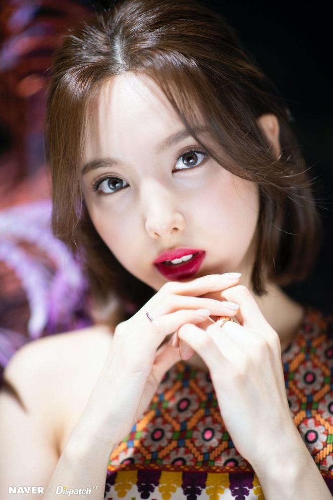Jihyo là main vocal của TWICE mà lép vế trong bài chủ đề suốt 2 năm, fan tranh cãi producer thiên vị Nayeon, ngó lơ thành viên khác - ảnh 8