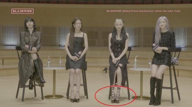 Cùng diện đầm Chanel: Gia Quý phi của Như Ý Truyện sang quá đỗi, Jennie bất ngờ lép vế chỉ vì đôi sandals tòe cả ngón chân - ảnh 8