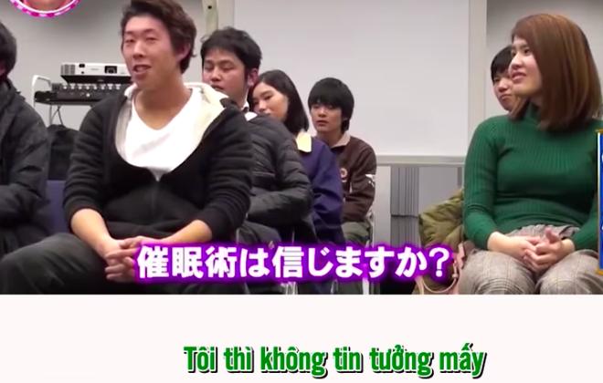 Chàng trai người Nhật tin mình bị thôi miên thật nhưng hoá ra chỉ là trò chơi khăm của cô vợ và đài truyền hình - ảnh 1
