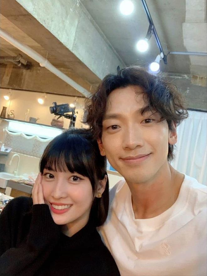 Bi Rain - Momo (TWICE) đăng ảnh selfie chung cực ngọt, dân tình rần rần: Liệu Kim Tae Hee và Heechul... có ghen không? - ảnh 2