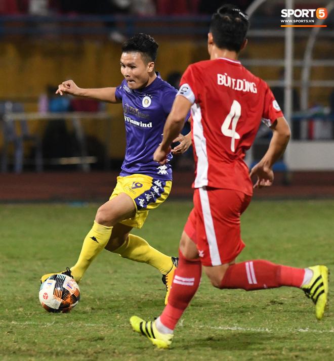 Quang Hải biểu diễn kỹ năng đỡ bóng không cần nhìn cực điệu nghệ, đi bóng khiến hàng thủ Viettel FC hỗn loạn - ảnh 5