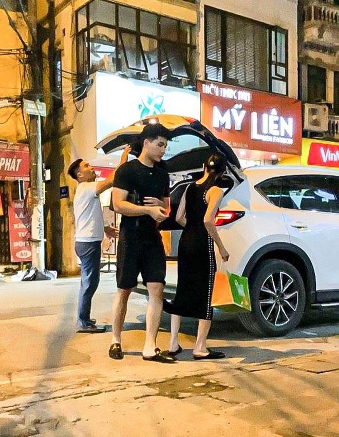 Trai trẻ kè kè cạnh Lệ Quyên trước khi xác nhận ly hôn: Thị vệ trong MV của Chi Pu, mỹ nam gây sốt Người Ấy Là Ai - ảnh 1