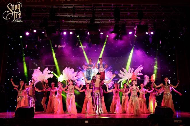 Trường Báo chào tân sinh viên: Nhạc kịch đỉnh cao, Noo Phước Thịnh hát live như nuốt đĩa 6 bài một lúc - ảnh 2