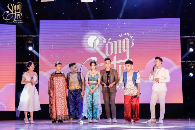 Trường Báo chào tân sinh viên: Nhạc kịch đỉnh cao, Noo Phước Thịnh hát live như nuốt đĩa 6 bài một lúc - ảnh 1