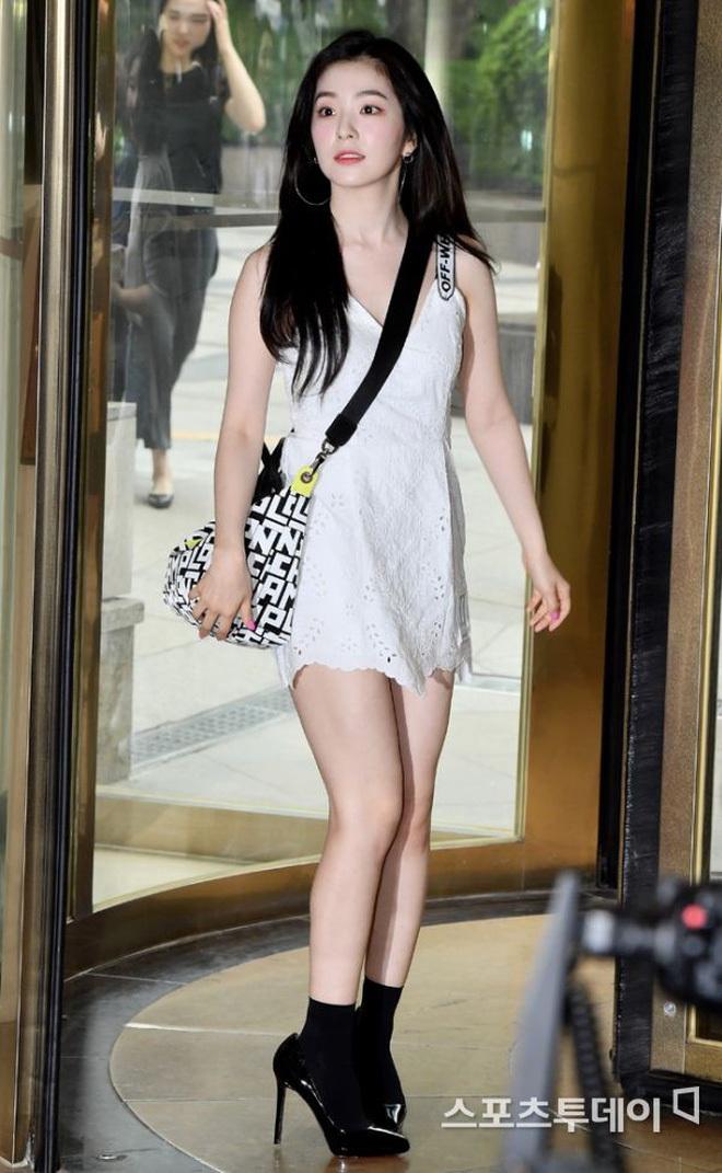 Cùng là 2 bông hoa tai tiếng của SM, nhưng sao style của Irene - Chanyeol lại trái ngược éo le cỡ này? - ảnh 14