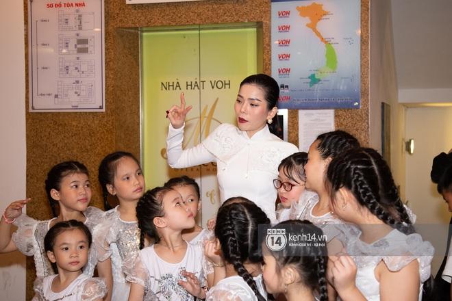 ĐỘC QUYỀN: Trai trẻ Lâm Bảo Châu ngồi chờ sẵn, đích thân lái xe đưa Lệ Quyên ra về ngay sau đêm nhạc từ thiện - ảnh 1