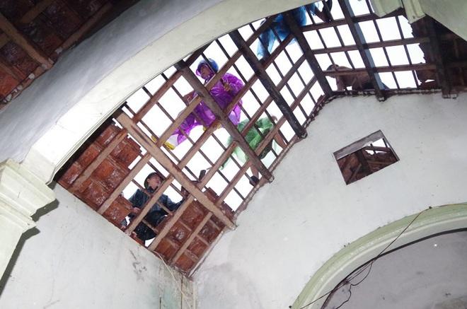 Hà Tĩnh: Lốc xoáy thổi tốc mái hàng chục nhà dân - ảnh 2