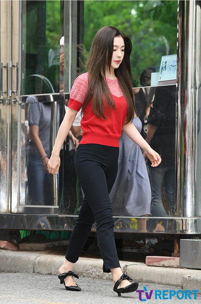 Cùng là 2 bông hoa tai tiếng của SM, nhưng sao style của Irene - Chanyeol lại trái ngược éo le cỡ này? - ảnh 11
