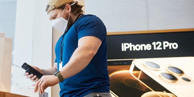 iPhone 12 Pro đắt hàng ngoài dự kiến, thời gian giao máy bị trễ - ảnh 1