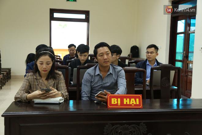 """Xét xử vụ """"mẹ mìn"""" bắt cóc bé trai 2 tuổi ở Bắc Ninh: Bố mẹ cháu bé đến tòa từ sớm, mong muốn đối tượng bị xét xử nghiêm khắc - ảnh 3"""