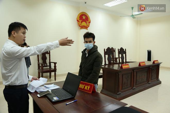 """Xét xử vụ """"mẹ mìn"""" bắt cóc bé trai 2 tuổi ở Bắc Ninh: Bố mẹ cháu bé đến tòa từ sớm, mong muốn đối tượng bị xét xử nghiêm khắc - ảnh 4"""