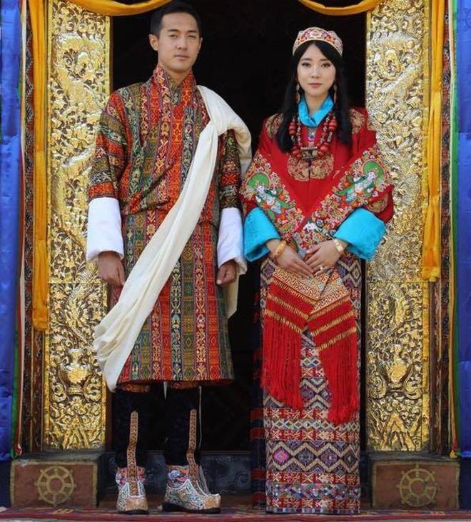 Nàng công chúa vạn người mê của Bhutan từng làm chao đảo MXH bất ngờ lên xe hoa, nhan sắc đôi tân lang tân nương gây chú ý - ảnh 1
