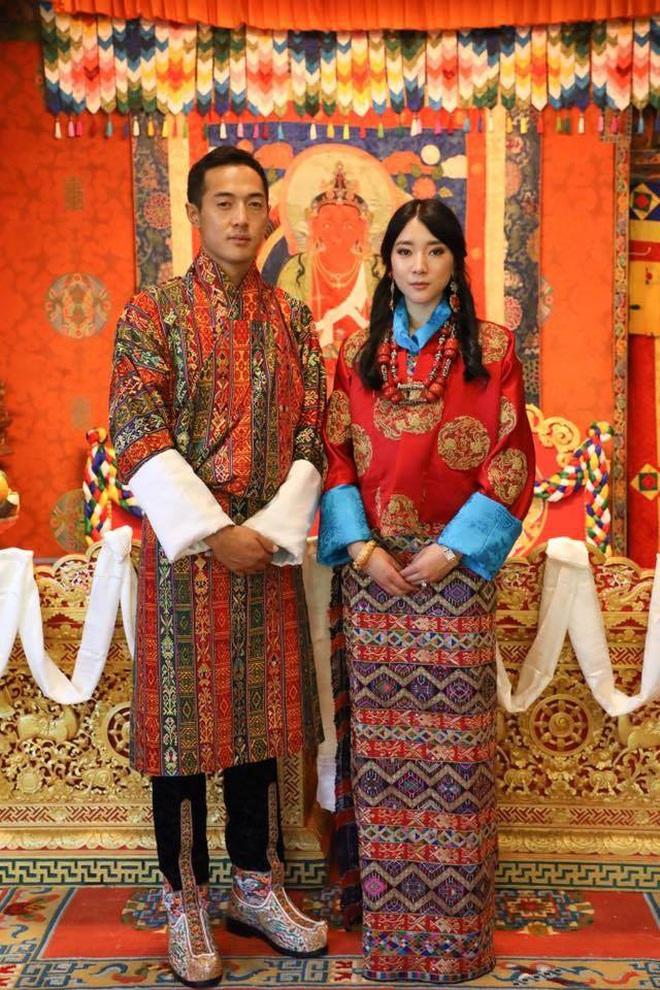 Nàng công chúa vạn người mê của Bhutan từng làm chao đảo MXH bất ngờ lên xe hoa, nhan sắc đôi tân lang tân nương gây chú ý - ảnh 2