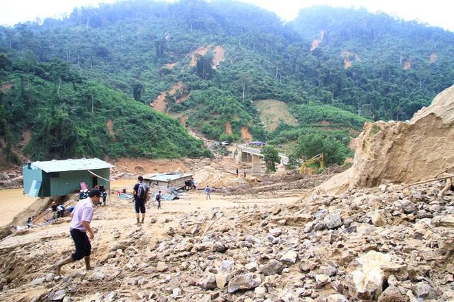 Không thể tìm kiếm những người mất tích tại Phước Sơn bằng thủ công - ảnh 1