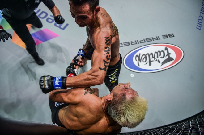 Thành Lê đánh bại Martin Nguyễn trong trận đấu lịch sử giữa 2 võ sĩ gốc Việt tại ONE Championship - ảnh 1