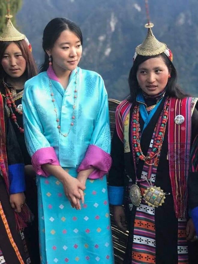 Nàng công chúa vạn người mê của Bhutan từng làm chao đảo MXH bất ngờ lên xe hoa, nhan sắc đôi tân lang tân nương gây chú ý - ảnh 7
